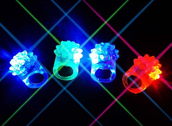 1dff1b324b4625 【光り物・縁日玩具】 キラキラ光る! 可愛いフルーツ指輪! リングの真ん中を押すことでキラキラ点灯します。 個包装なので配布用にもピッタリ♪