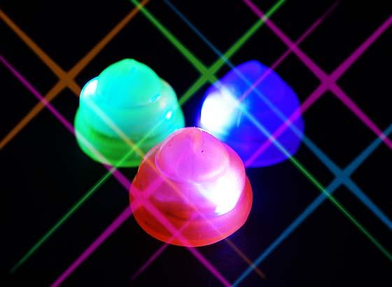 481832f0374526 【光り物・縁日玩具】 うんちがピカピカ光る! 今子供たちの中で人気のうんち玩具から、ムニムニした触り心地が癖になる、光るうんち君♪
