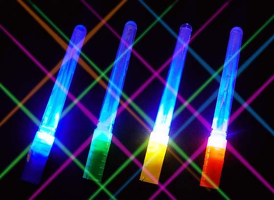 a74586cc2f79df 【光り物・縁日玩具】 ピカピカ光るペンライト!ホイッスルプチライト☆ スイッチONで点灯いたします。 ひかるだけじゃなく、ホイッスルとしても使えます!