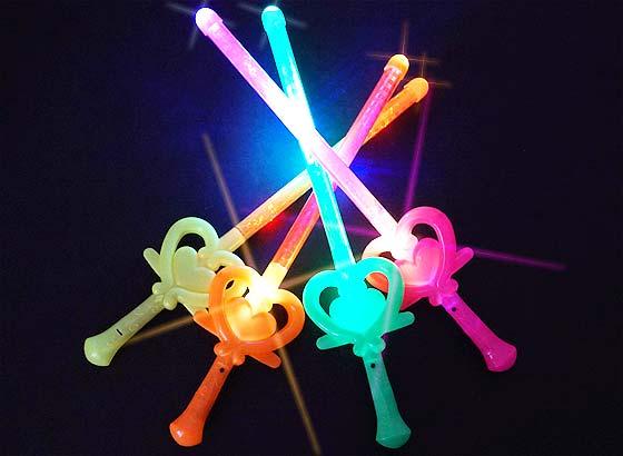 2695b7484b7516 【景品玩具まとめ買い・光るおもちゃのまとめ買い】 光る プリティハートバトン(24個入)